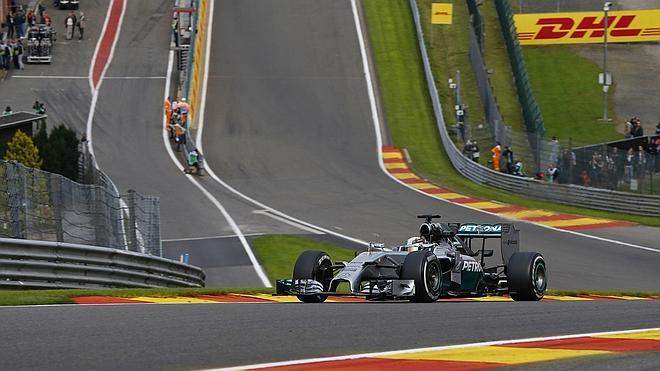 Rosberg y Hamilton vuelven con las pilas cargadas