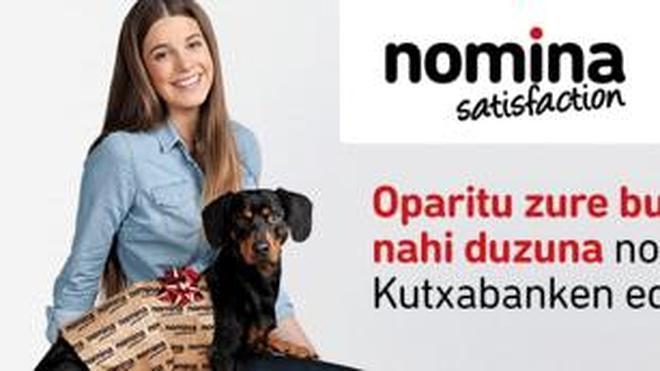 Kutxabank retira una campaña de publicidad con un perro envuelto como regalo