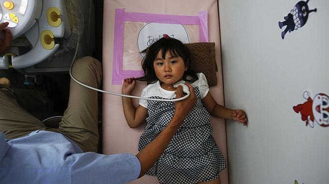 Detectan 57 casos de cáncer de tiroides en menores en Fukushima
