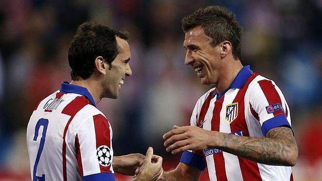 El Atlético, otra vez a balón parado, y con sufrimiento