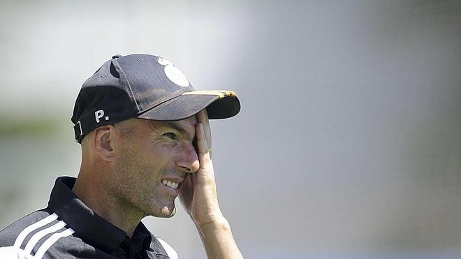 La Federación inhabilita a Zidane durante tres meses por entrenar sin carné al Castilla