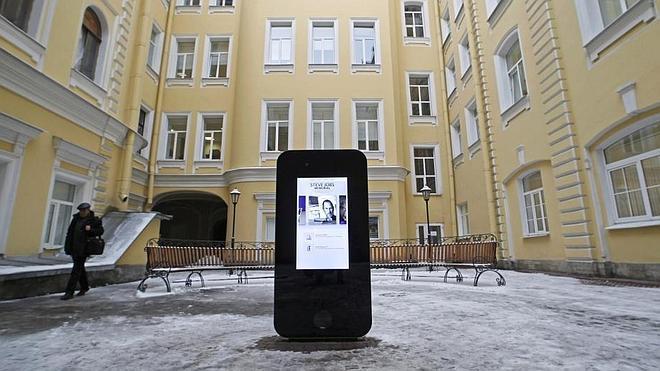 Desmontan un monumento al fundador de Apple tras confesar Tim Cook su homosexualidad