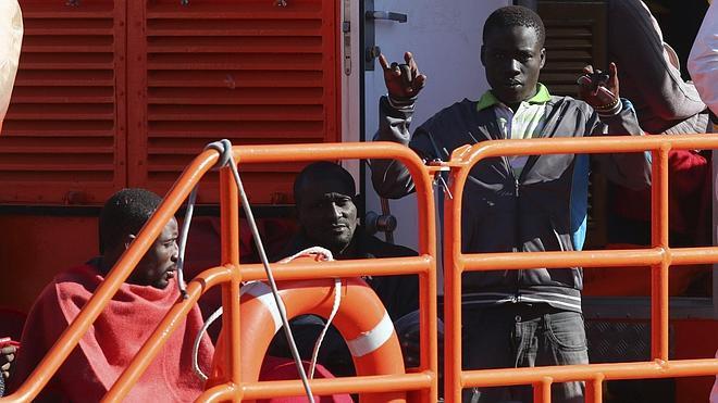 Salvamento Marítimo centra su búsqueda en los cuerpos «semihundidos»