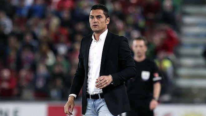 La UD Almería destituye a Francisco