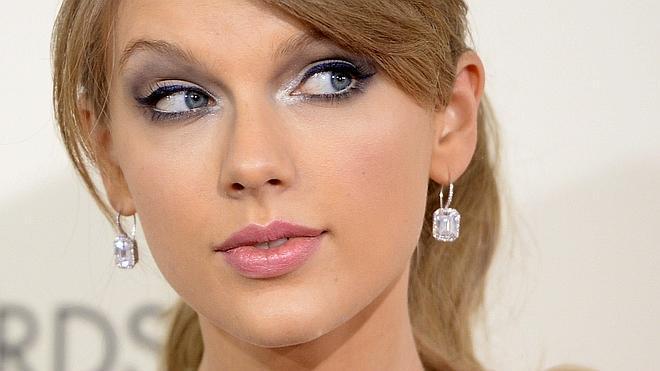 Taylor Swift regala casi dos mil dólares a una fan