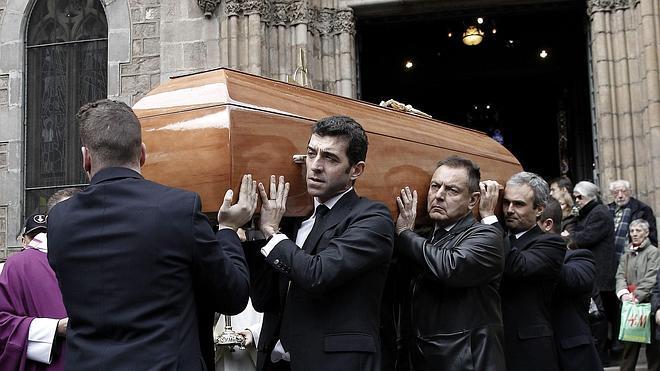 El funeral de Lara reúne a máximas personalidades en Barcelona