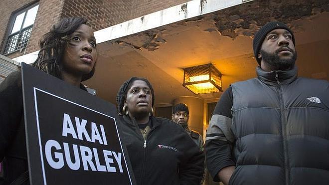 Un policía de Nueva York será procesado por la muerte de un joven negro