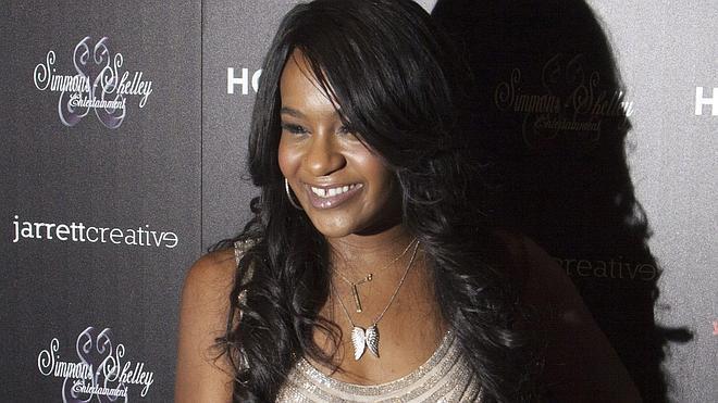 Practican una traqueotomía a la hija de Whitney Houston