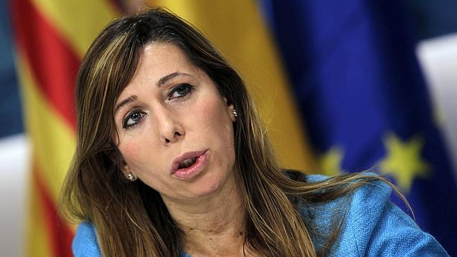 Sánchez Camacho acusa a Mas de «burlarse» del Estatut con las estructuras de Estado