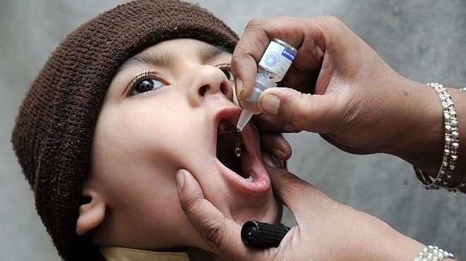Detinenen en Pakistán a 471 personas por negarse a que sus hijos sean vacunados contra la polio