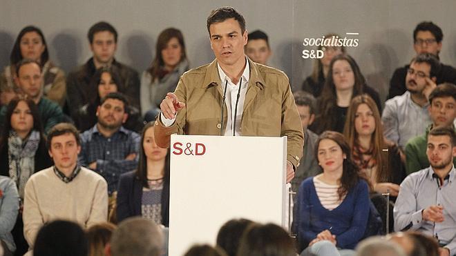 Sánchez acusa a Montoro de «justificar el fraude fiscal» en vez de combatirlo