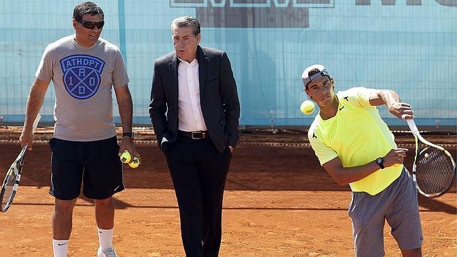 Toni Nadal: «A Rafael le falta un poquito para jugar contra los mejores»