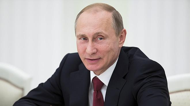 El Kremlin defiende el derecho de Putin a desplegar tropas en el extranjero