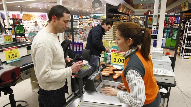 El importe de los impagos en las compras a plazos baja un 21,6% en abril