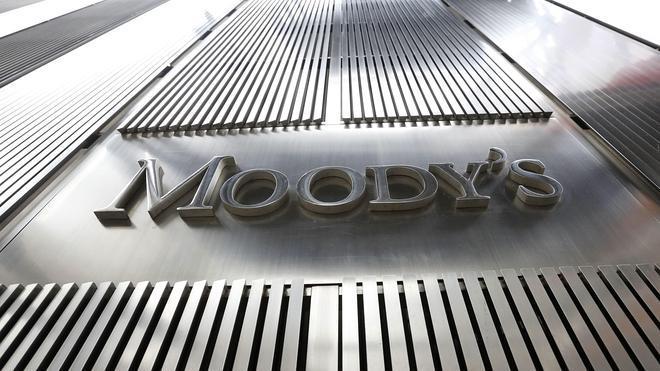 Moody's eleva la calificación de doce bancos españoles
