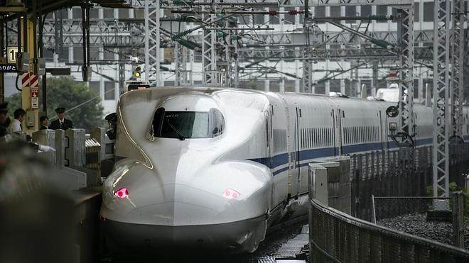 Al menos dos muertos tras prenderse fuego un pasajero en un tren bala nipón