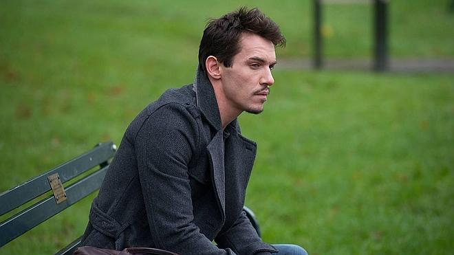 Jonathan Rhys Meyers interpreta a Joe Strummer en una película sobre 'The Clash'