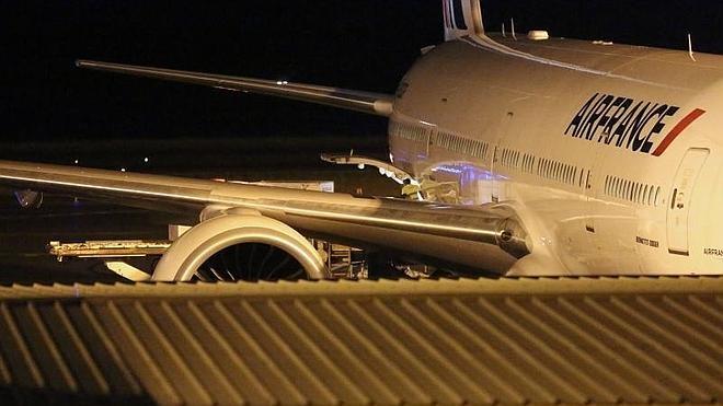 Llega a Toulouse el fragmento de avión hallado en la isla de La Reunión