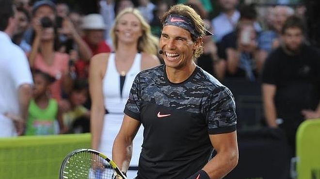 Rafa Nadal juega al 'strip-tenis' en pleno centro de Nueva York