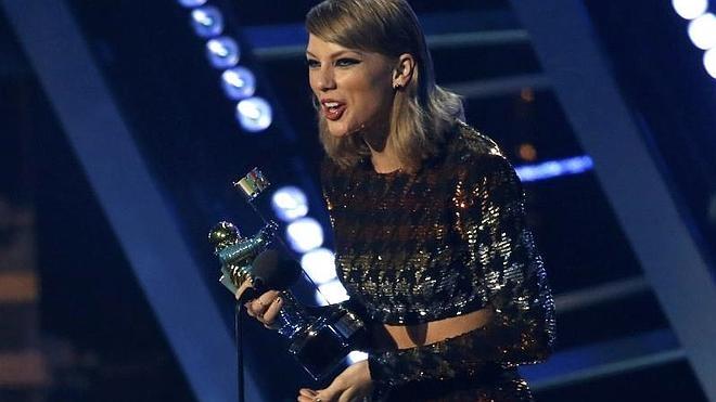 Taylor Swift reina en los MTV junto a Kanye West