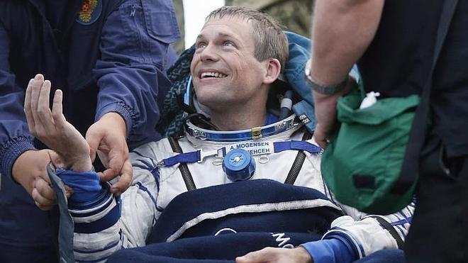 Un cosmonauta ruso regresa a la Tierra tras batir el récord de permanencia en el espacio