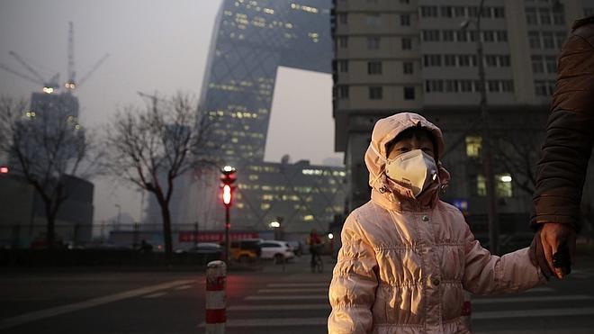 Pekín, a medio gas en su primer día de alerta roja por contaminación