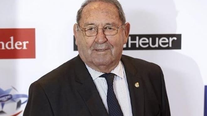 La junta directiva propondrá nombrar a Gento presidente de honor