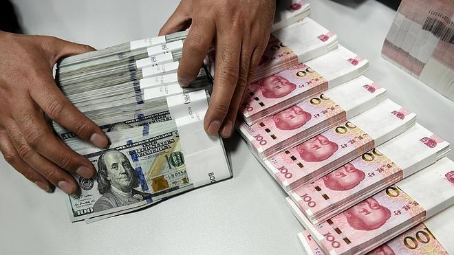 China baja la cotización de referencia del yuan a su nivel más bajo en 5 años