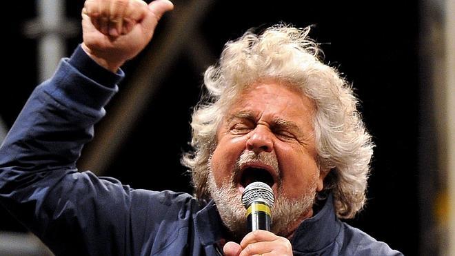 El cómico Beppe Grillo deja la política