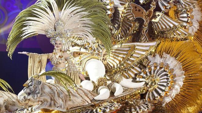 Cecilia Navarro regresa a los ochenta para coronarse Reina del Carnaval
