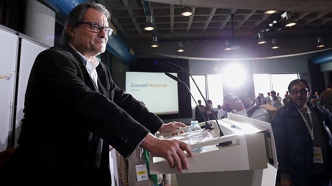 Mas impulsará una plataforma para empezar a refundar CDC y ampliar el centro catalán