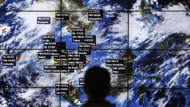 Hallan tres nuevas posibles piezas del Malaysia Airlines MH370 en Madagascar y Australia