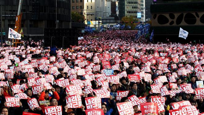 Los surcoreanos exigen la dimisión de su presidenta en una protesta masiva