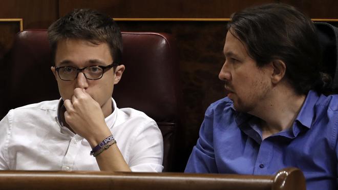 Iglesias afea a Errejón que use Twitter para hacer «propaganda» de su plan para Podemos