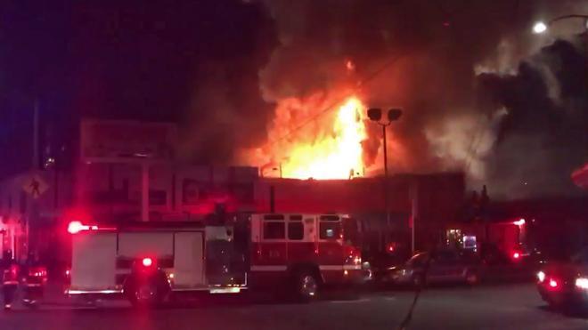 Las autoridades temen que haya hasta 40 muertos en el incendio de una fiesta en California