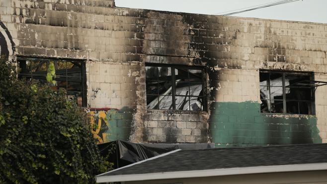Suben a 36 los muertos tras el incendio en una fiesta en California
