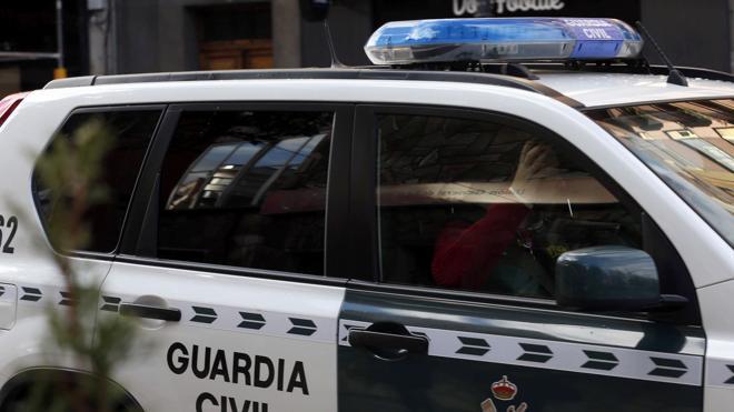 Dos detenidos en Tarifa con dos inmigrantes ocultos en un vehículo que se dio a la fuga