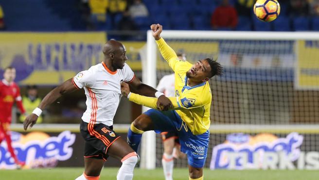El Valencia cae en Las Palmas y no se aleja del descenso