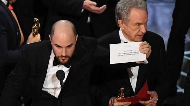 La Academia de Hollywood pide perdón por histórico error de los Oscar