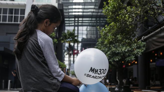 Familiares de los pasajeros del MH370 recuerdan la desaparición del avión