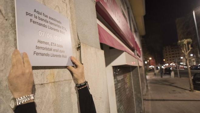 El Ayuntamiento de Bilbao ordena retirar las placas de Covite en recuerdo a las víctimas del terrorismo