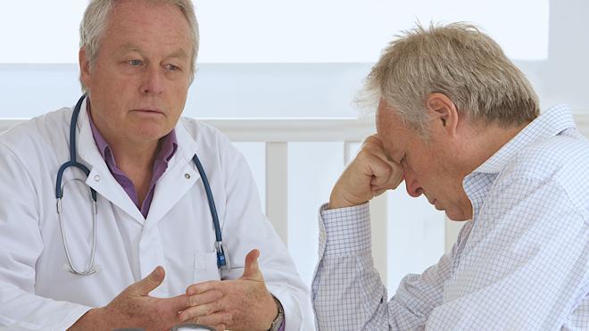 La sanidad pública tiene más pacientes en lista de espera para operarse que hace un año