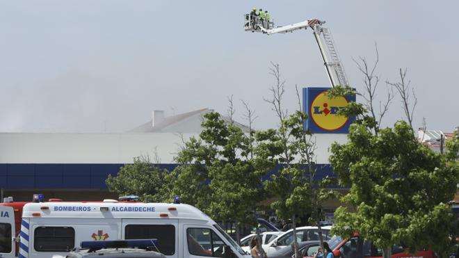 Al menos cinco muertos tras estrellarse una avioneta cerca de un supermercado en Portugal