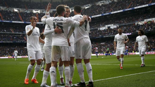 Telefónica deberá compensar a sus competidores por el alquiler de sus canales de pago de fútbol