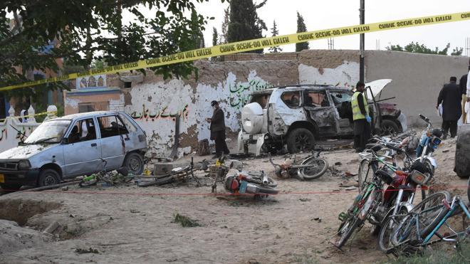 Un atentado en Pakistán causa al menos 25 muertos y hiere a un senador