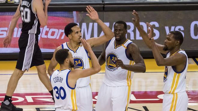 Curry y Durant protagonizan la remontada de los Warriors con ayuda de la lesión de Leonard