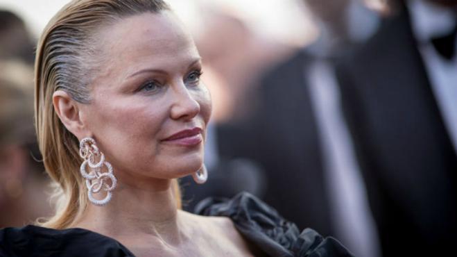 ¿Está Pamela Anderson obsesionada con la cirugía estética?