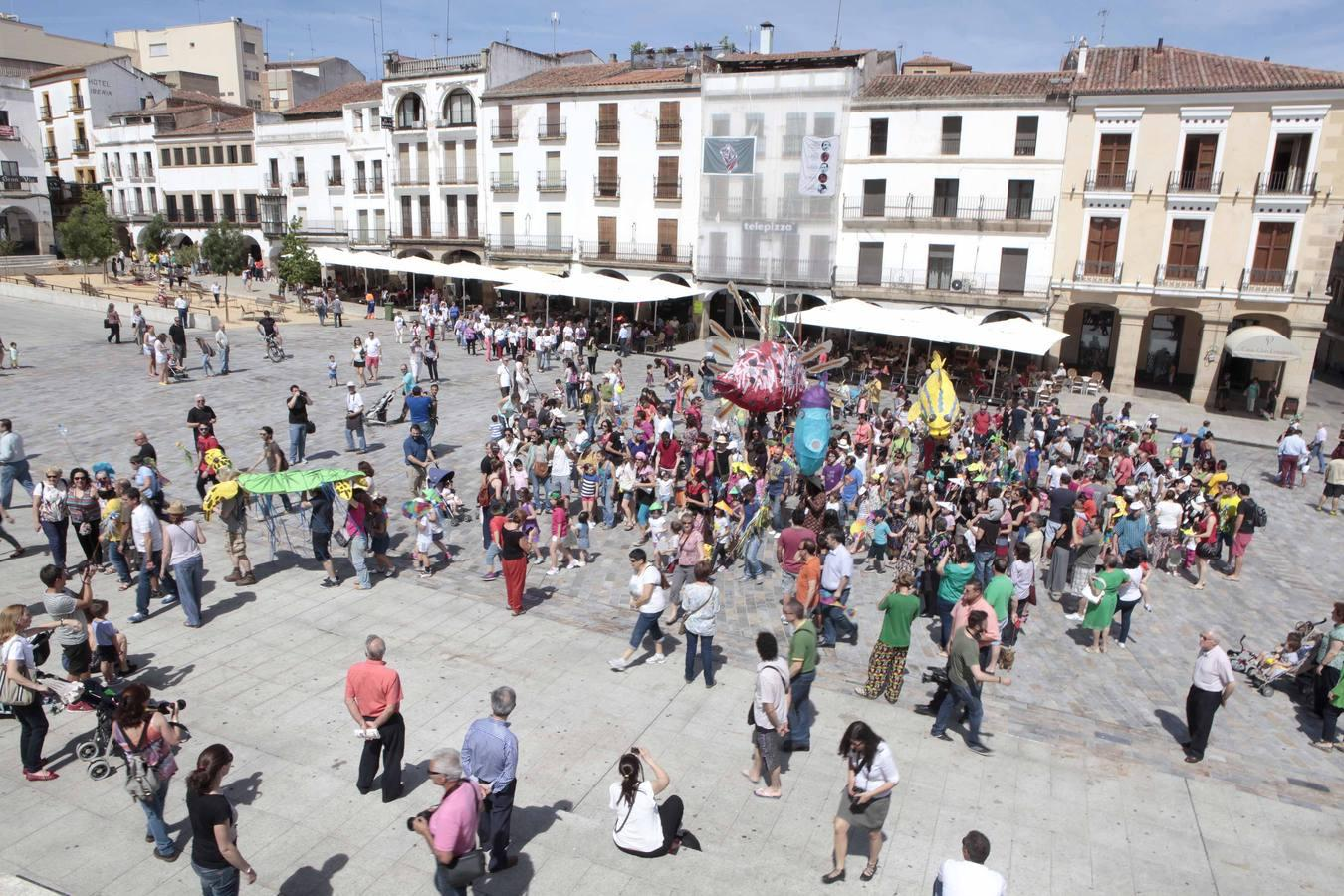 El desfile pone el broche final al Womad 2014