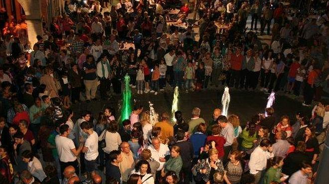 Villanueva ya disfruta de su renovada plaza de España