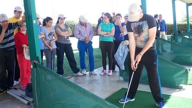 Aprosuba-9 ya disfruta con la primera escuela de golf adaptada de Villanueva